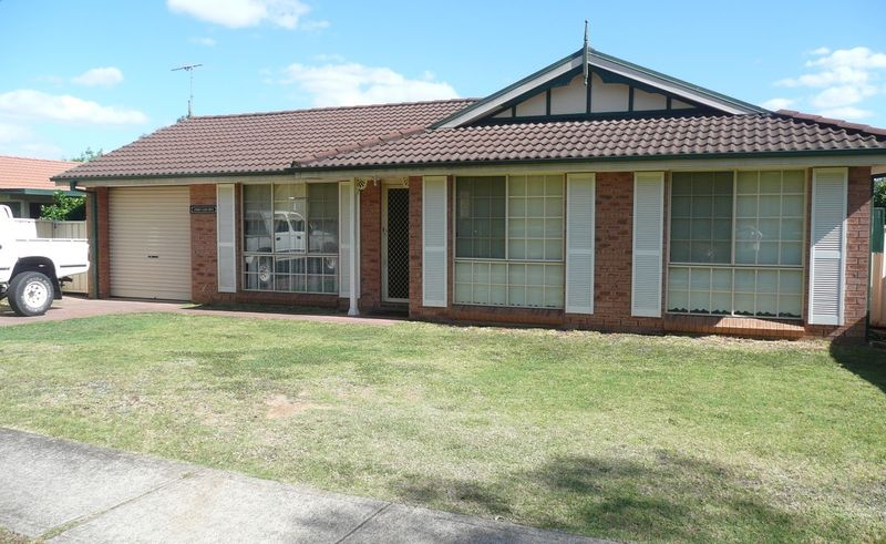16 Andrew Lloyd Drive, Huntington Heights NSW 2767-1
